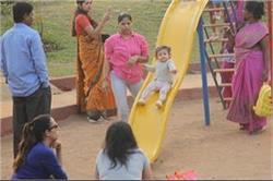 मम्मी मीरा के साथ पार्क में एन्जॉय करती दिखाई दी शाहिद की बेटी Misha