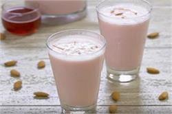 ऐसे बनाएं Milk Rose Badam