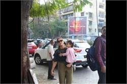 पिंक आउटफिट में मम्मी मीरा के साथ दिखीं Misha