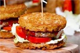 घर पर ऐसे बनाएं दो मिनट में मैग्गी बर्गर