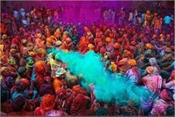 Holi Special: होली पर भारत में निभाई जाती हैं ये अजीबो-गरीब परंपराएं