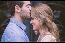 Kiss Day: पार्टनर के साथ इस तरह बनाएं 'किस डे' को स्पैशल