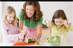बच्चों को बनाना है जिम्मेदार तो सिखाएं घर के ये छोटे-मोटे काम