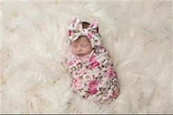 शिशु को कपड़े में लपेटना है फायदेमंद, जानिए इसका सही तरीका