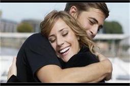 हग करने से बढ़ता है शरीर में सिरोटिन लेवल, रिश्ता भी होता है मजबूत