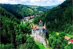 बेहद खूबसूरत है यह Dracula Castle, एक बार जरूर जाएं घूमने