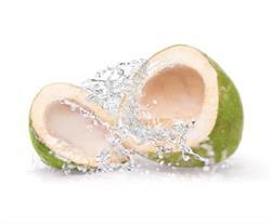 नारियल पानी से चेहरा धोने के होते हैं कई फायदे