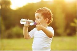 बच्चे के शरीर में नहीं होगी पानी की कमी अगर फॉलो करते रहेंगे ये टिप्स