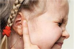 बच्चों के कान में हो जाएं ईयर इंफैक्शन तो कैसे करें घरेलू इलाज