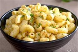 अलग तरीके से बनाकर खाएं गार्लिक ब्रेड पास्ता