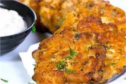स्नैक्स के शौकीन बनाएं हेल्दी Cheesy Chicken Fritters