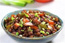 स्पाइसी खाने का मन करें तो घर पर बनाएं Chilli Chana