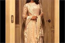 अनारकली सूट में प्रियंका का दिखा स्टनिंग लुक