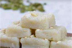 मिठाई के शौकीन घर पर बनाएं Coconut Burfi
