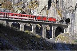गजब! 102 सुरंगें और 900 पहाड़ों के बीच से होकर गुजरती है भारत की यह ट्रेन