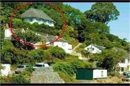 मामूली सी दिखने वाली इस झोपड़ी के अंदर बसा है राजमहल