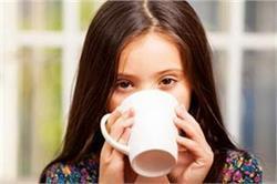 बच्चों को क्यों नहीं देनी चाहिए चाय ?