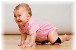 घुटनों के बल चलने से शिशु को मिलते हैं कई फायदें