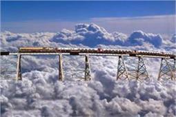 गजब! बादलों पर बने पुल से होकर गुजरती है अर्जेंटीना की यह ट्रेन