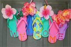 पूल पार्टी पर इस बार फूलों से नहीं, करें Flip Flop डेकोरेशन से स्वागत