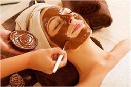 चॉकलेट से खुद बनाएं स्क्रब से लेकर फेस मास्क, मिलेगा दोगुणा निखार