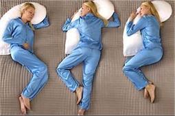 Sleeping Position से जानें कैसी है आपकी पार्टनर!