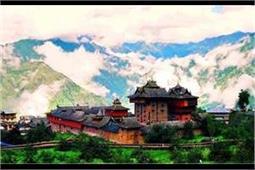 गर्मियों की छुट्टियों में जरूर करें हिमाचल के इस खूबसूरत गांव की सैर