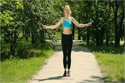 वजन कम करने के साथ-साथ रस्सी कूदने के ये भी हैं फायदे