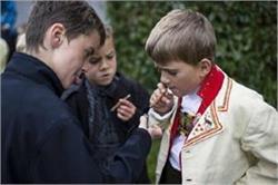 इन 5 तरीकों से जानें, कहीं आपका बच्चा भी तो नहीं पीता सिगरेट