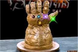 घर पर बनाएं Infinity Gauntlet Cake