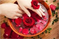 एेसे करेंगे गुलाब जल का इस्तेमाल तो कुछ ही दिनों में आएगा चेहरे पर निखार