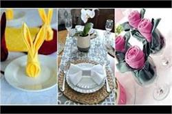 डिनर टेबल पर डिफरेंट तरीके से रखें नैपकिन