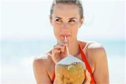 गर्मियों में डिहाइड्रेशन से बचने और कूल रहने के लिए पीएं नारियल पानी