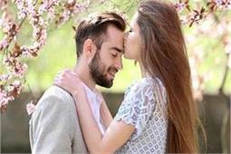 रिश्ते ही नहीं, सेहत के लिए भी फायदेमंद है पार्टनर की एक किस
