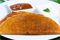 गर्मियों में खाएं लाईट Pav Bhaji Dosa