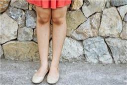 डार्क घुटनों की वजह से नहीं पहन पाती शॉर्ट ड्रैस तो करें ये काम
