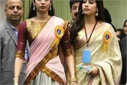 बेटी जाह्नवी ने पहनी मां की ट्रैडीशनल साड़ी, दिखीं श्रीदेवी की ही झलक