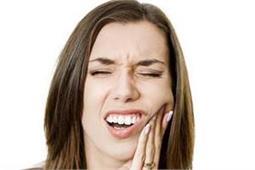 आपके दांतों को कमजोर करने के पीछे हैं इन 5 चीजों का हाथ