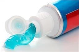 दांत ही नहीं, घर को चमकाने के काम भी आता है टूथपेस्ट