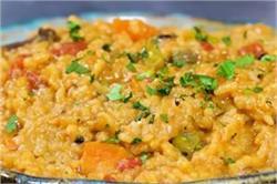 रोज-रोज के खाने से हो चुके हैं बोर तो खाएं चटपटी Masala Khichdi