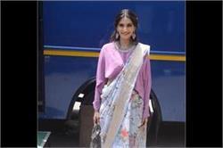 देसी लुक में फिल्म को प्रमोट करने पहुंची सोनम, करीना का भी दिखा स्टनिंग लुक