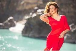 इस शख्स की वजह से जैकलीन ने 'रेस 3' के गाने में पहनी Red Saree