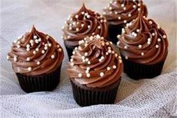 बच्चों को बना कर खिलाएं Chocolate Cupcake