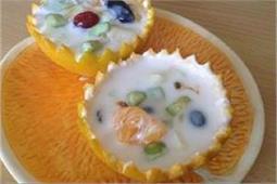 गर्मियों में बच्चो-बड़ों को बना कर खिलाएं Fruit Raita