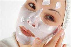 चमकदार त्वचा पाने के लिए इस्तेमाल करें ये प्राकृतिक ब्लीच