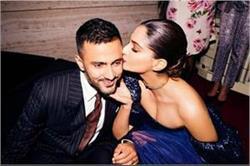 एक-दूसरे को किस करते दिखे सोनम-आनंद, देखे लव-बर्ड की कुछ रोमांटिक तस्वीरें