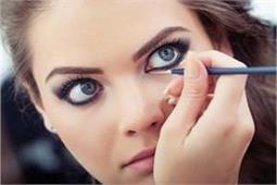 आंखों को बोल्ड दिखाने के लिए इस तरह करें Eye Makeup