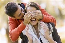 बोरिंग शादीशुदा लाइफ में इन Love Riddle से लगाएं रोमांस का तड़का