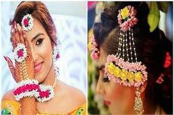 हल्दी और मेंहदी सेरेमनी पर ड्रैस के साथ मैचिंग करके पहनें ये Floral Jewellery
