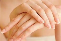 बिना मेनिक्योर के हाथों को रखें कोमल और खूबसूरत